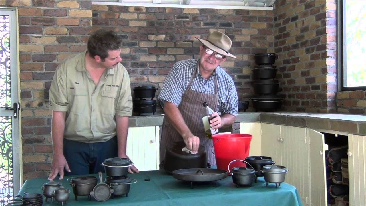 Nick's Tips - Seasoning a camp oven with Derek Bullock.